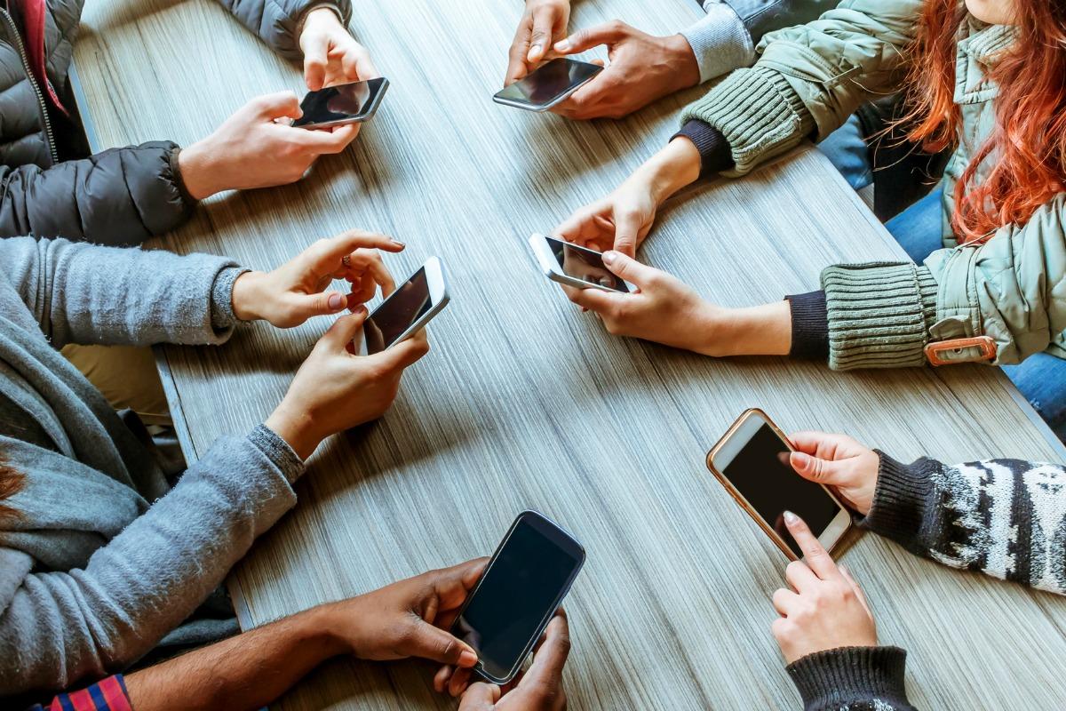 Αποτέλεσμα εικόνας για mobile phones and humans