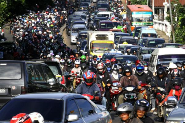 Cities in a jam: reducing urban traffic congestion