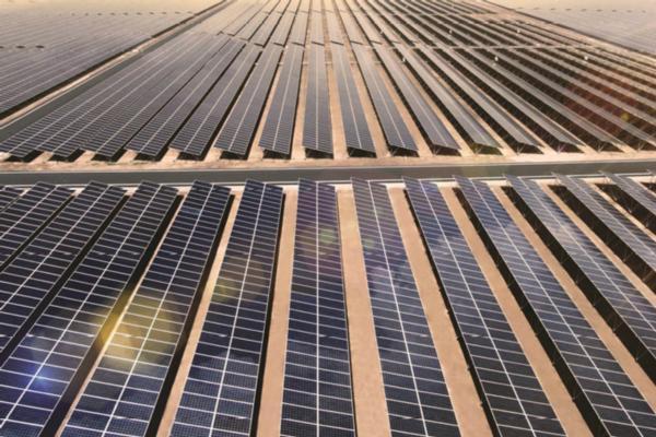 Dubai to install smart light poles