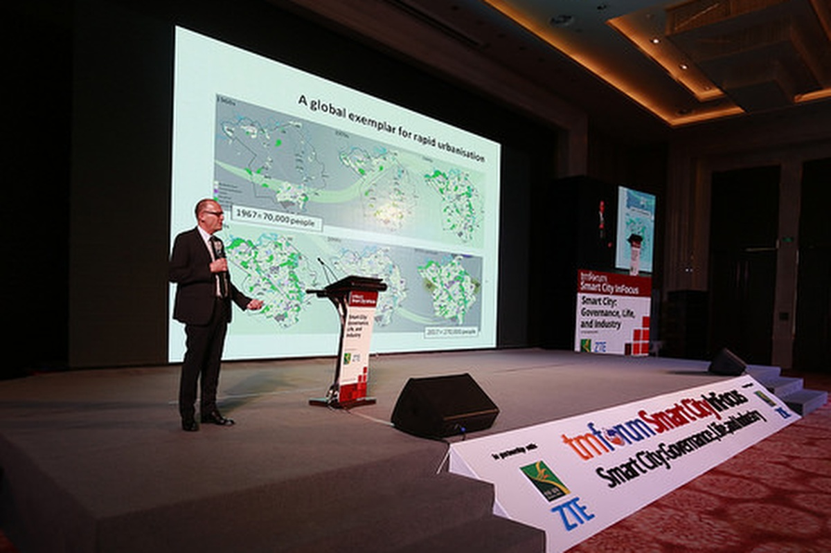 Geoff Snelson bringing the magic of Milton Keynes to Yinchuan, China at a TM Forum event