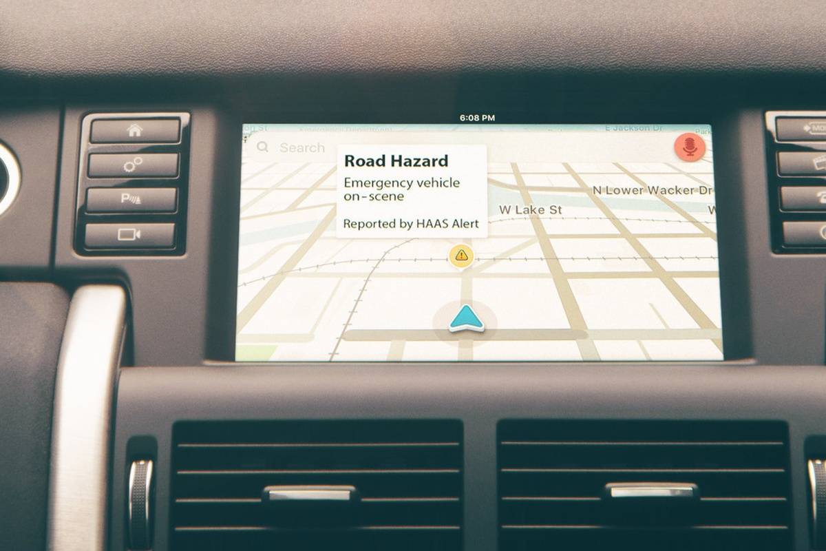 Waze users automatically receive incident locations and warnings about emergency services