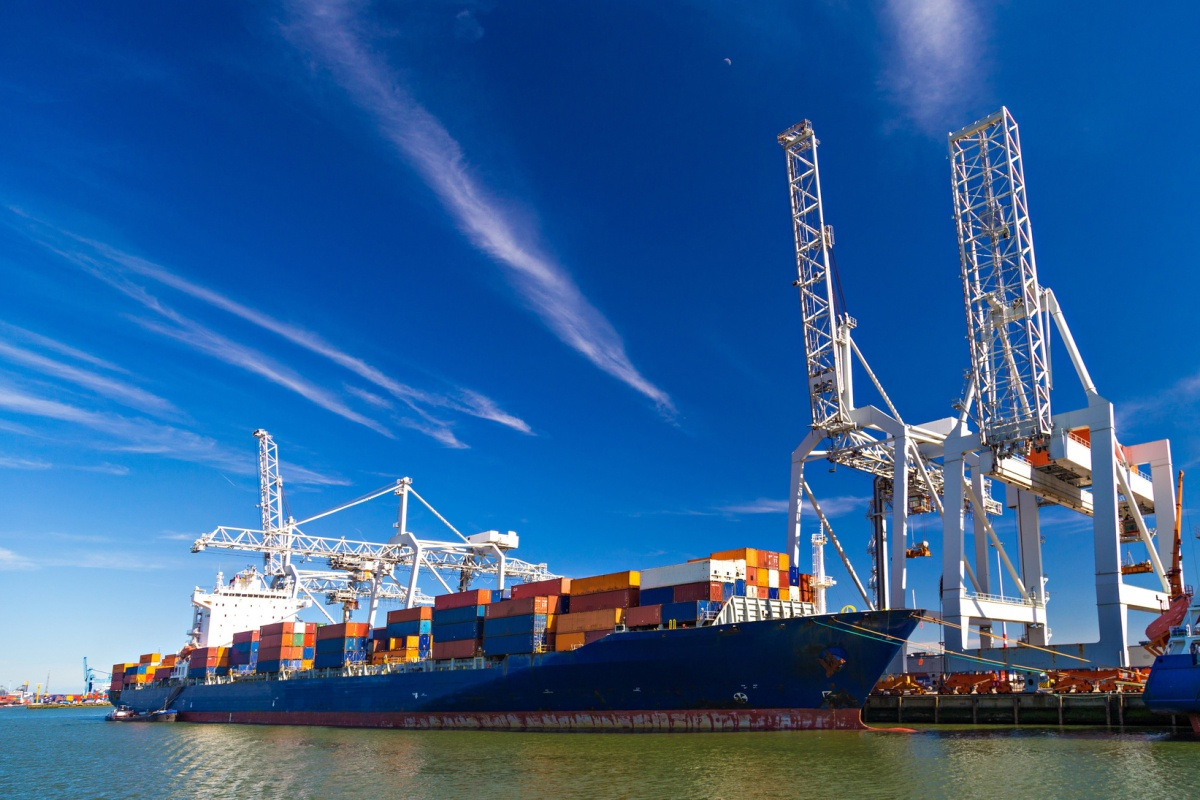 The Port of Rotterdam manages more than 461 million tons of cargo annually