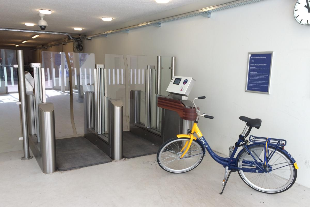 Facilities offer cyclists an open and transparent entrance with glass gates