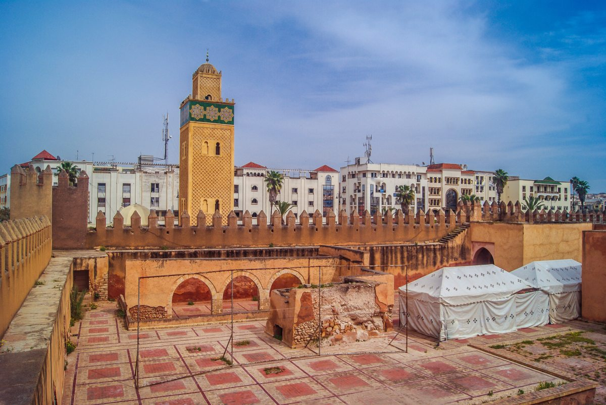 Off-grid system powers lighting in historic Moroccan city - Smart