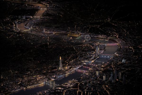 Connected LED lighting to illuminate London's bridges