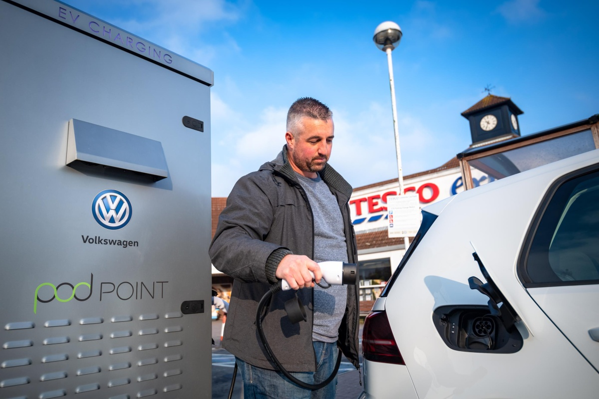The EV bays will be rolled out at 600 Tesco stores over the next three years