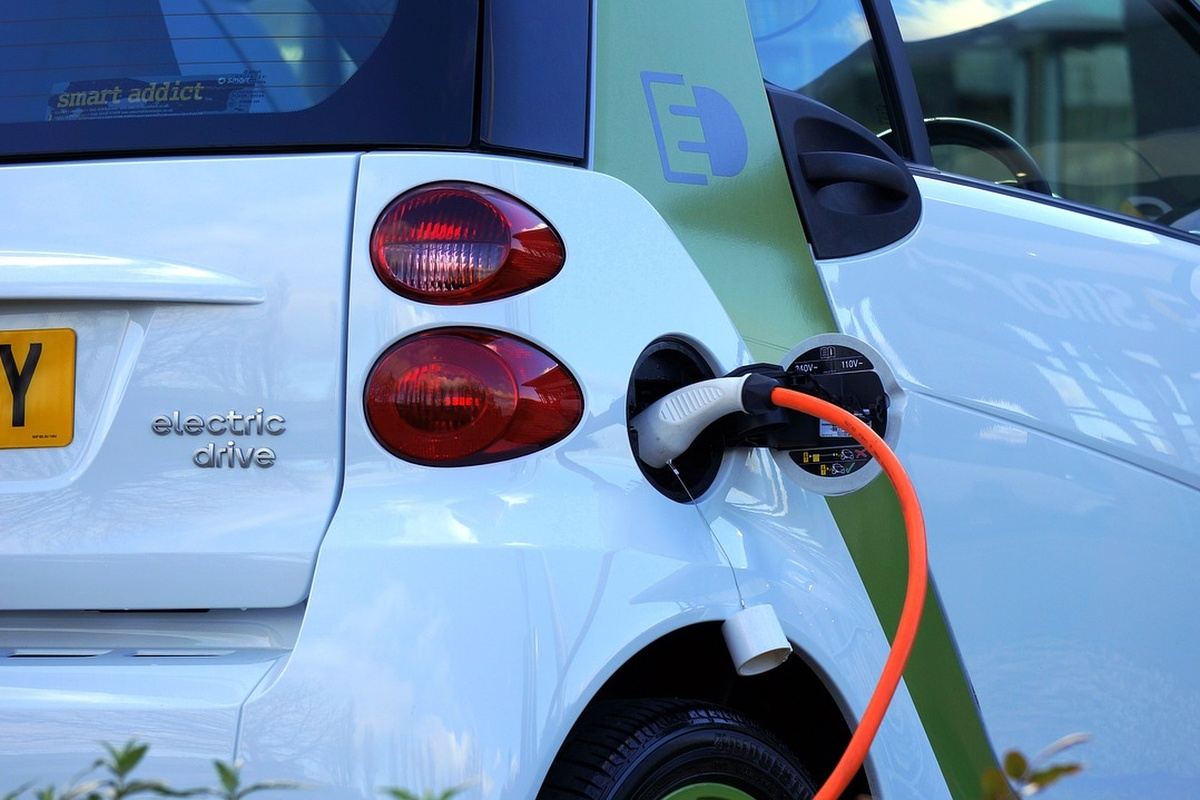 China and US score highly when it comes electric cars and charging points